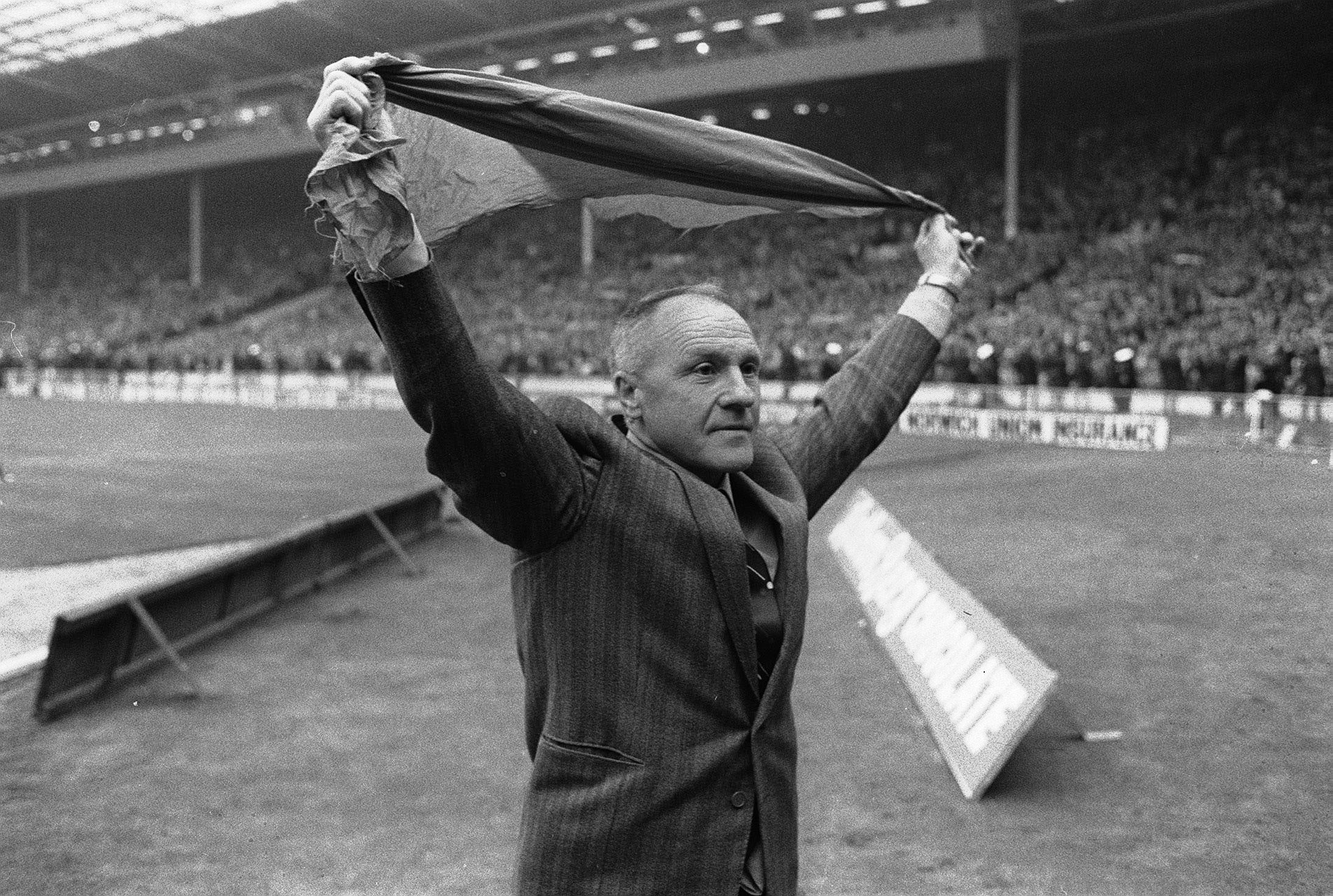 WA1131880-Shankly-Wembley-19742_th.png